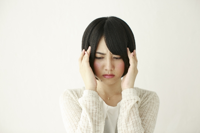頭痛もちの女性の写真