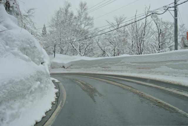 雪の道路の写真